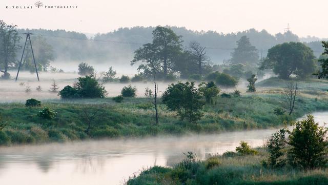 Krzysztof Tollas Rzeka Gwda otulona poranną mgłą.
