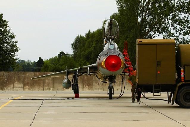 Suka W pół schowany Suchoj SU-22 Lotnictwa RP Turala #166340